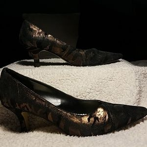 Bella Vita Copper & Black Leather Heels Sz 8M